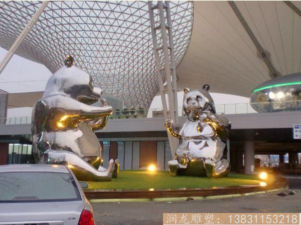 两只大熊猫雕塑
